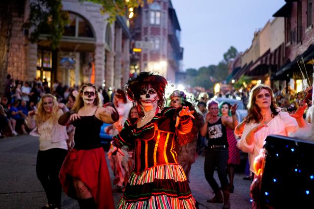 Eureka_Springs_Halloween_zombies.png