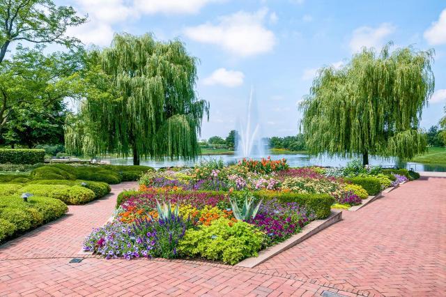 1-Free-Botanical-Gardens-Chicago-Botanic-Gardene-02-shutterstock_212332537.jpg
